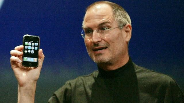 SteveJobs-iPhone2007_Reuters