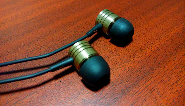 Xiaomi's Mi headphones (or the Piston, as they're popularly called)