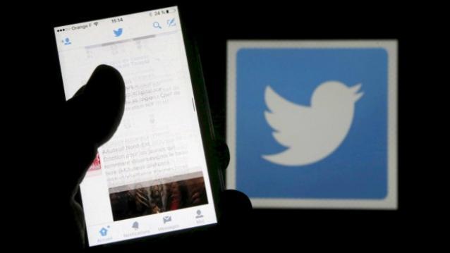 Twitter-logo-phone-hand-TechFoogle-720-624x351